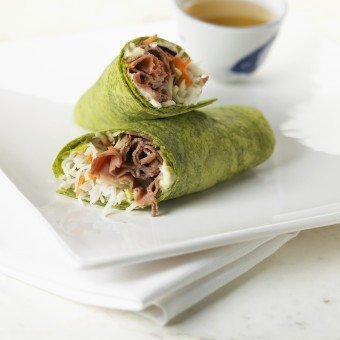 Spinach Wrap Filled with Roast Beef and Vermicelli Noodles; With Green Tea